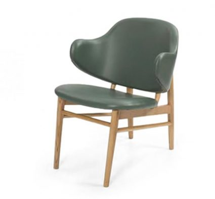 Feature armchair with a classic design