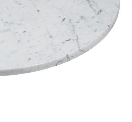 Runde Indoor-Tischplatte aus weißem Carrara-Marmor mit abgerundeten Rändern. Schmutzabweisend durch spezielle Behandlung. Auf Anfrage in jeder Größe erhältlich.