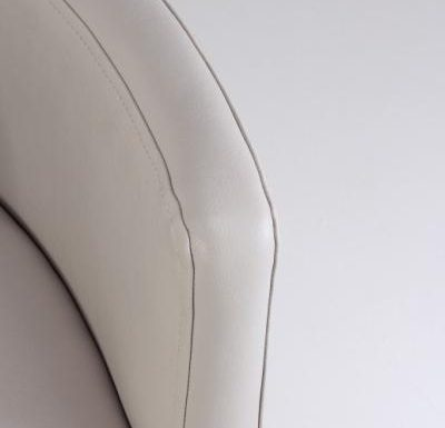 nina tubchair white close up